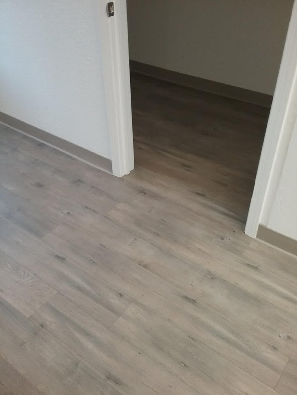 Laminate Flooring Contractors Near Me